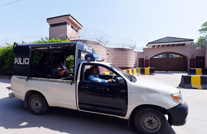 Pakistani police patrol in front of the residence of former Pakistani President Pervez Musharraf after he was placed under house arrest in Islamabad on April 19, 2013. (AFP Photo / Aamir Qureshi)