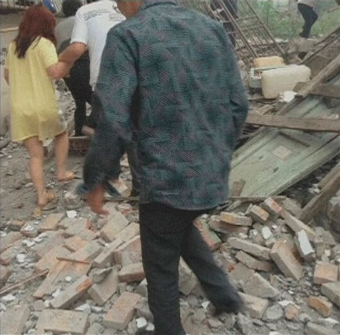 People walk on rubble after a 6.6 magnitude earthquake hit southwestern China's Sichuan province in this April 20, 2013.(Reuters / China Central Television)
