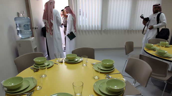 "Local media representatives visit the dining room during their tour of a new centre for the rehabilitation of suspected ""terrorists"" and potential al-Qaeda recruits in Riyadh on April 9, 2013.(AFP Photo / STR)"