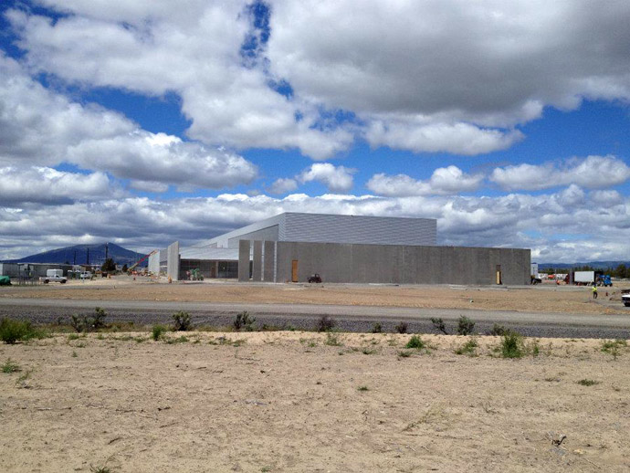 Prineville Data Center (Photo from facebook.com/prinevilleDataCenter)