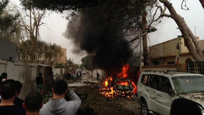 Car bomb hits French Embassy in Tripoli, 2 guards injured (PHOTOS)