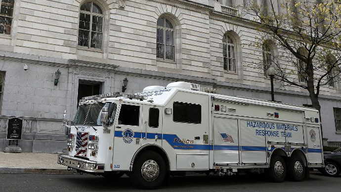 A truck from the U.S. Capitol Police Hazardous Materials Response Team parks outside of Russell Senate Office Building April 17, 2013 on Capitol Hill in Washington, DC. (AFP Photo / Alex Wong)