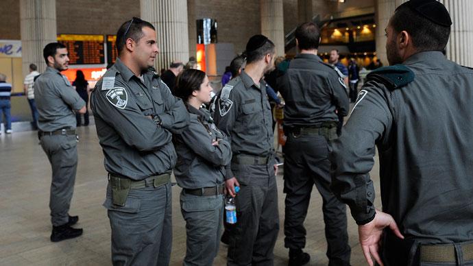 Israeli border police stand guard at Ben Gurion air port near Tel Aviv.(AFP Photo / David Buimovitch)