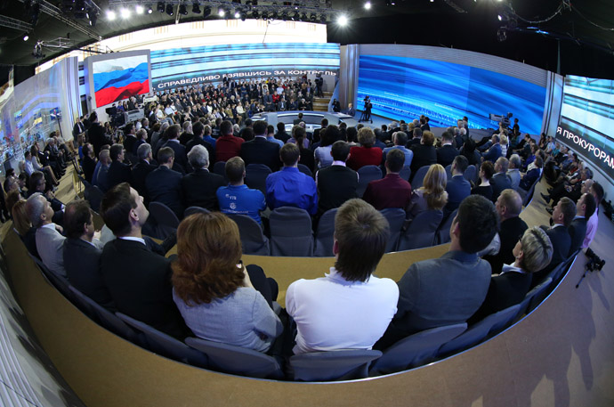 "The Gostiny Dvor studio during a special program ""Hotline with Vladimir Putin"" aired live by Russia 1, Russia 24 TV station and Mayak, Vesti FM and Radio Russia radio stations, 25 April 2013. (RIA Novosti/Mikhail Klimentyev)"