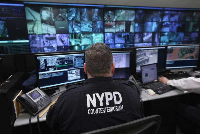 Police and private security personel monitor security cameras at the Lower Manhattan Security Initiative on April 23, 2013 in New York City. (AFP Photo / John Moore)