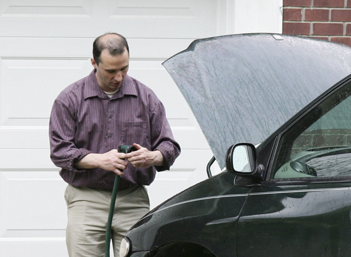 Everett Dutschke works on his mini-van in his driveway in Tupelo Mississippi on April 26, 2013. (Reuters)