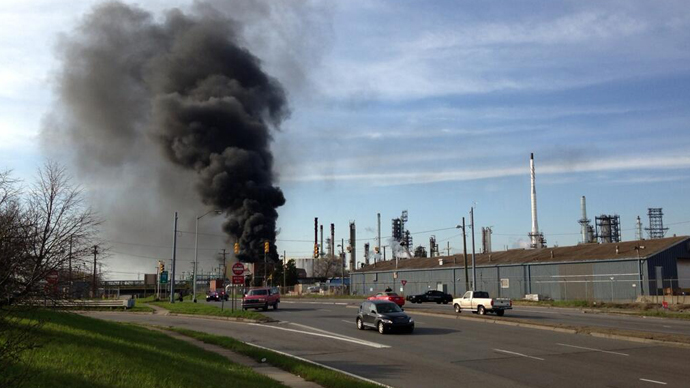 3 hurt as 7 massive blasts rock Mobile, Alabama shipyard