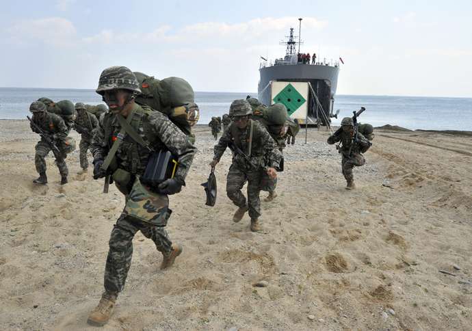 South Korean Marines disembark from a landing ship tank (LST) during a joint landing operation by US and South Korean Marines in Pohang, 270 kms southeast of Seoul, on April 26, 2013 (AFP Photo / Jung Yeon-Je)