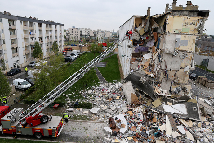 Firemen are at work near the collapsed section of an apartment building on April 28, 2013 in Reims, eastern France, after a suspected gas explosion killed at least two people and injured nine others leaving people trapped under debris, authorities said (AFP Photo / Francois Nascimbeni)
