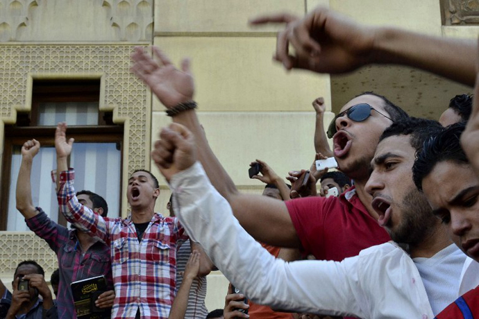 Egyptian students from Egypt's Islamic al-Azhar University shouts slogans as they take part in demonstration in front of Sheikh al-Azhar's office in Cairo on April 2, 2013, after hundreds suffered from food poisoning at a dormitory. (AFP Photo / Mohammed Al-Shahed)