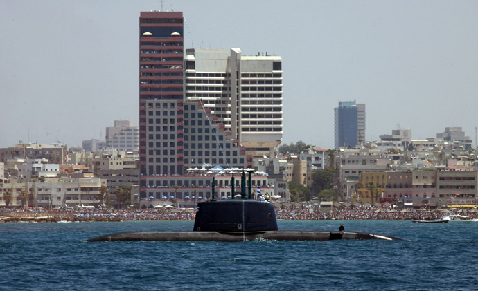 "Israeli Navy submarine ""Dolphin"" sails along the Mediterranean coast of Tel Aviv (AFP Photo/Gali Tibbon)"