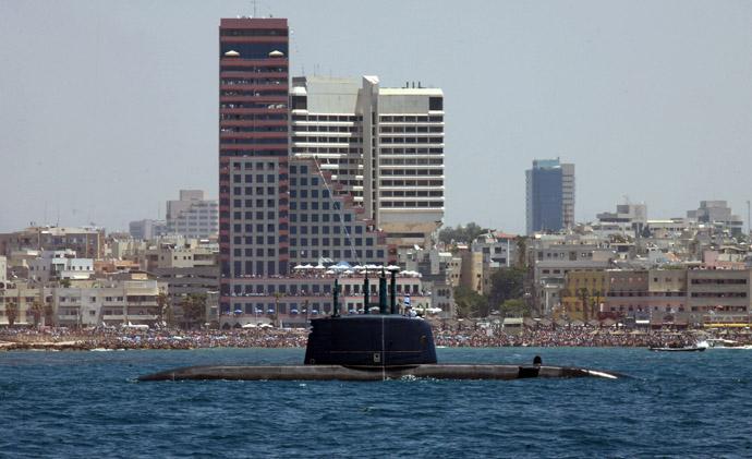 "Israeli Navy submarine ""Dolphin"" sails along the Mediterranean coast of Tel Aviv (AFP Photo/Gali Tibbon)"