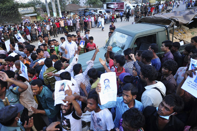 Relatives of missing garment workers stop an army jeep during a protest to demand capital punishment for those responsible for the collapse of the Rana Plaza building in Savar, outside Dhaka April 29, 2013. (Reuters/Khurshed Rinku)