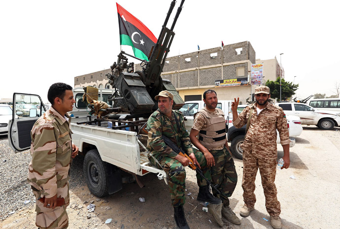 Libyan gunmen surround the Libyan Justice Ministry demanding a ban against those who worked under the former regime of ousted leader Moamer Kadhafi from holding senior positions on April 30, 2013, in the capital Tripoli. (AFP Photo)