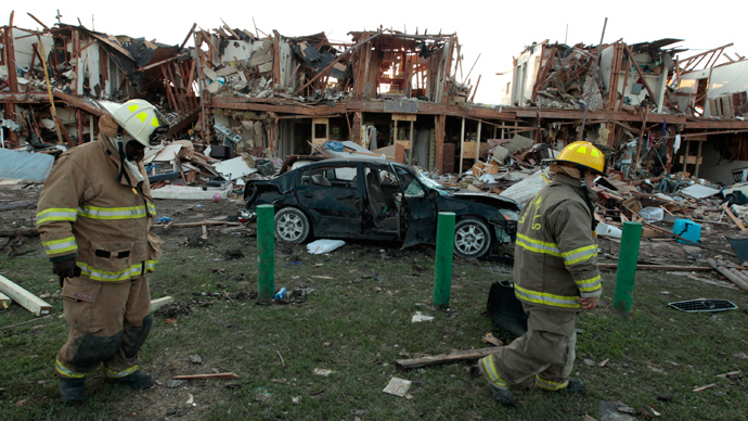 Valley Mills Fire Department personnel walk among the remains of an apartment complex next to the fertilizer plant that exploded yesterday afternoon on April 18, 2013 in West, Texas (AFP Photo / Erich Schlegel)