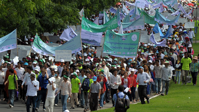 Cambodian workers march during a May Day protest in Phnom Penh May 1, 2013.(AFP Photo / Tang Chhin Sothy)