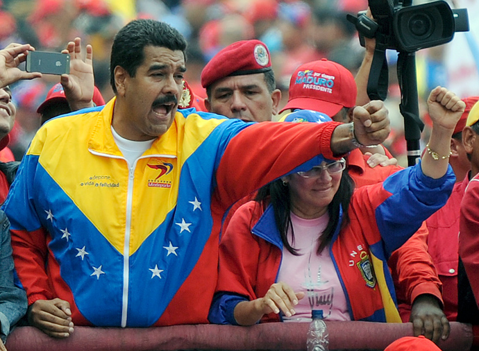 Venezuelan President Nicolas Maduro (L) takes part in a traditional May Day rally in Caracas on May 1, 2013 (AFP Photo / Juan Barreto)