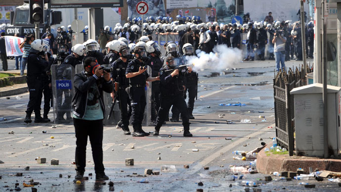 Riot police fire tear gas during clashes at a May Day demonstration on May 1, 2013, in Istanbul.(AFP Photo / Ozan Kose)