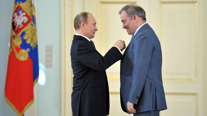 Putin hands out revived Soviet-era Labor awards