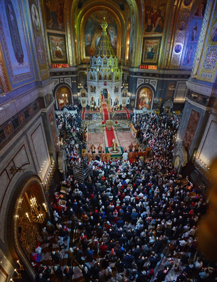 Easter service at Christ the Savior Cathedral in Moscow. (RIA Novosti/Vladimir Astapkovich)
