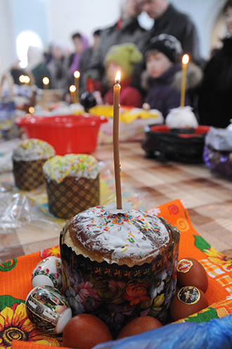 Easter cakes consecrated in Russia. (RIA Novosti / Denis Gukov)