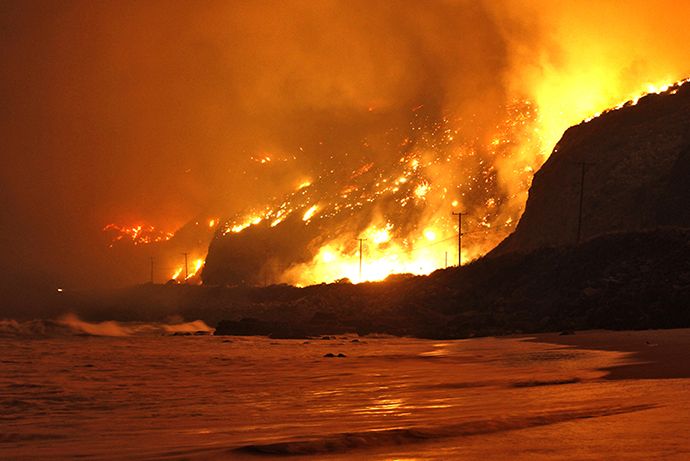 The Springs Fire rages along the Pacific Ocean north of the Ventura County Line May 2, 2013. (Reuters / Jonathan Alcorn)