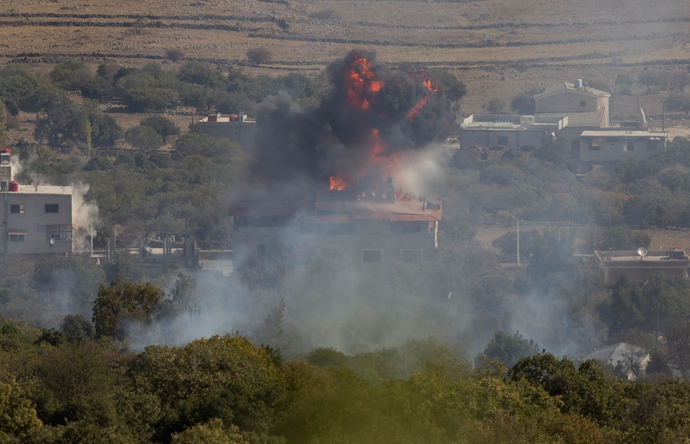 Fire and smoke rise after shells exploded in the Syrian village of Bariqa, close to the ceasefire line between Israel and Syria, near Alonei Habashan on the Israeli occupied Golan Heights November 7, 2012 (Reuters / Baz Ratner)
