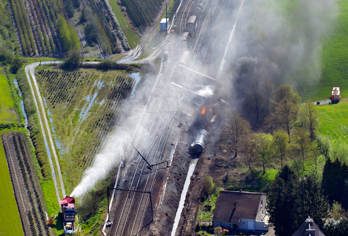 Aerial picture taken on May 4, 2013 of an exploded freight train on a track near Schellebelle, 20 kms east of Gent on May 4, 2013 (AFP Photo / Belga / Benoit Doppagne)