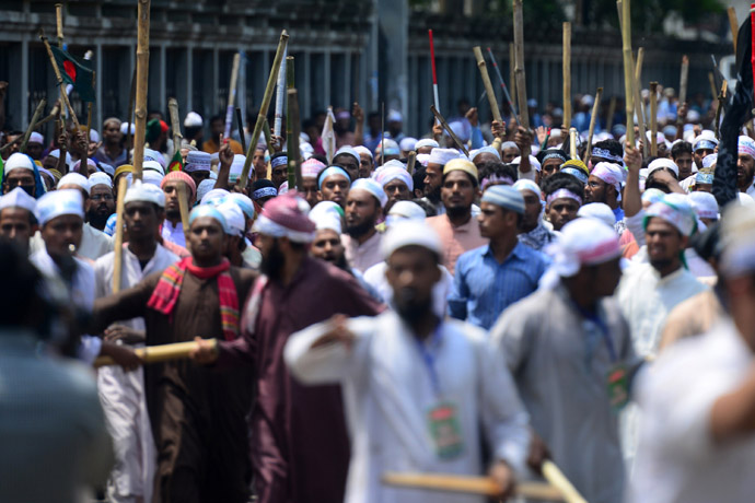 Islamists march in the street in Dhaka during a protest in Dhaka on May 5, 2013. (AFP Photo/Munir uz Zaman)