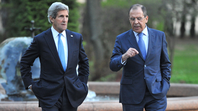 US Secretary of State John Kerry (L) and his Russian counterpart Sergei Lavrov discuss while taking a walk in the garden of the Foreign Ministry Osobnyak in Moscow on May 7, 2013 (AFP Photo)