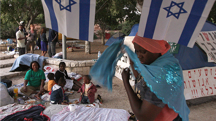 Sudanese refugees in a park near the Israeli Parliament. (AFP Photo / Yoav Lemmer)