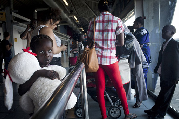 South Sudanese refugees board a bus taking them to Ben Gurion International airport, near Tel Aviv. (AFP Photo / Oren Ziv)