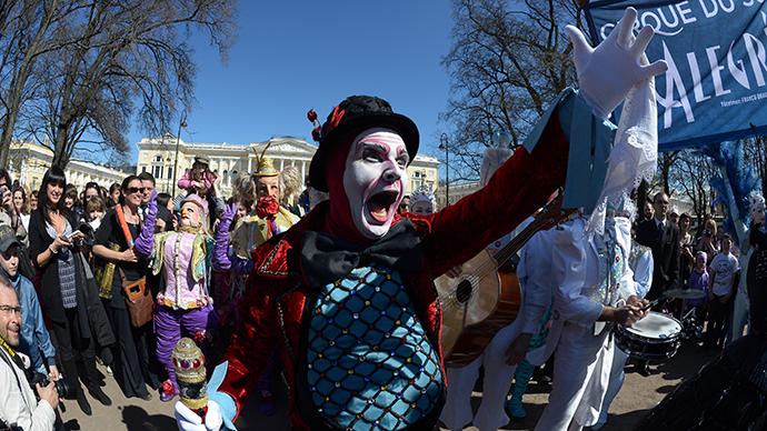 St. Petersburg police shut down Cirque du Soleil parade (PHOTOS)
