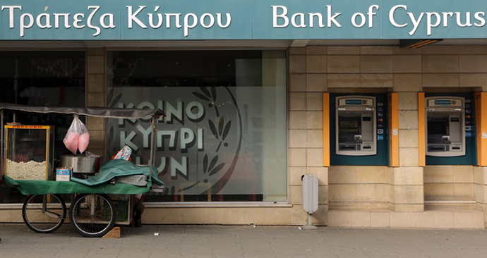 A street vendor's cart is seen parked outside a Bank of Cyprus branch in central Nicosia on April 11, 2013. (AFP Photo / Patrick Baz)