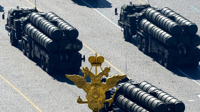 S-400 anti-aircraft missile launchers drive on Red Square during a general rehearsal of the Victory Parade.(RIA Novosti / Alexander Vilf)