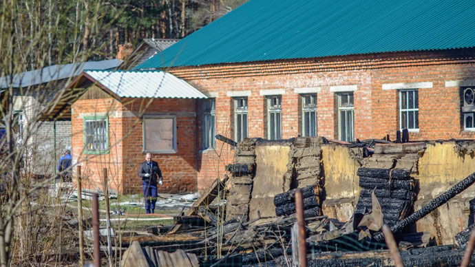 Emergency response team working on the fire scene at a mental hospital in the village of Ramensky. There were reportedly 41 people in the hospital but three survived, 04/26/2013.(RIA Novosti / Andrey Stenin)