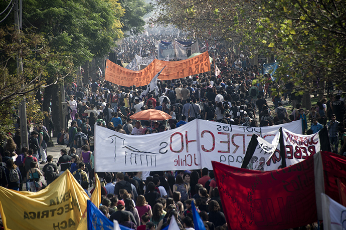 Students march during a protest to demand Chilean President Sebastian Pinera's government to improve the public education quality, in Santiago, on May 8, 2013. (AFP Photo / Martin Bernetti)