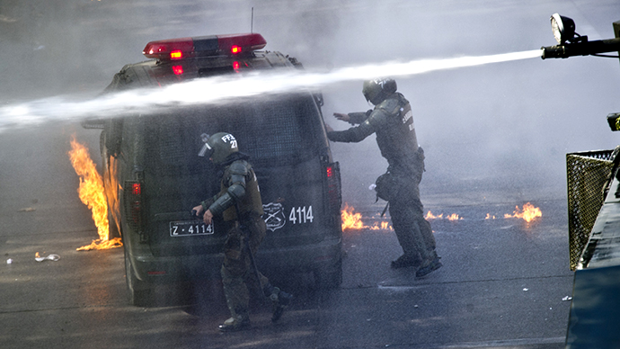 Chilean students clash with police in protest for free education