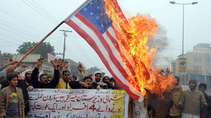 Pakistani demonstrators shout slogans beside a burning US flag during a protest in Multan on January 3, 2013, against the drone attacks in Pakistan's tribal areas. (AFP Photo)