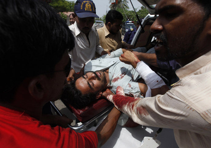 Hospital staff and rescue workers move a man injured by a bomb blast during an election, at Jinnah hospital in Karachi May 11, 2013. (Reuters)