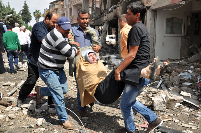 A person is evacuated from the site where car bombs exploded on May 11, 2013 near the town hall in Reyhanli (AFP Photo / Lale Koklu)
