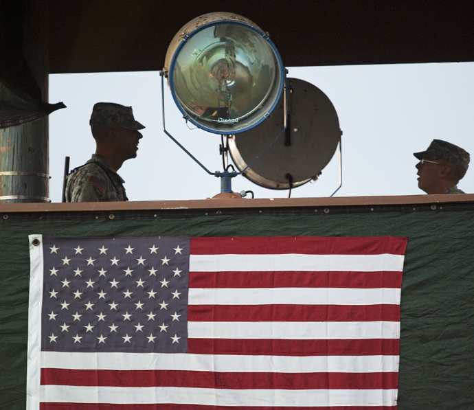 US Army guards man the guard tower overlooking Camp Delta at Guantanamo Bay, Cuba (AFP Photo / Paul J. Richards)
