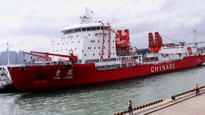 The Chinese research vessel and ice-breaker Xuelong which will depart for the Arctic, arrives in Xiamen, south China's Fujian province on June 27, 2010 (AFP Photo / China Out)