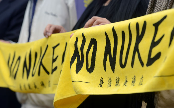 Representives anti-nuclear power plant groups display banners outside the cabinet office before a meeting with Premier Jiang Yi-huah in Taipei on April 3, 2013.(AFP Photo / Sam Yeh)