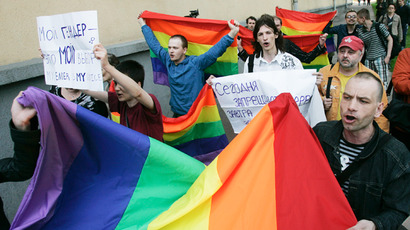 Russian senators give green light to 'gay propaganda' ban