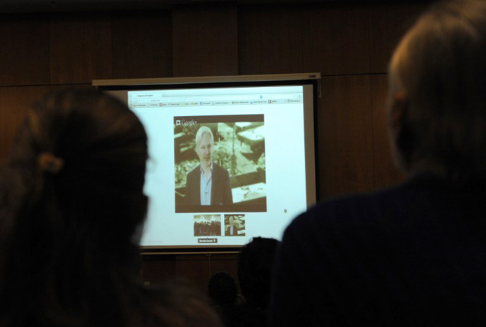 Students of the Psychology Faculty in Montevideo attend a teleconference with WikiLeaks founder, Australian Julian Assange, who is presently a refugee at the Ecuadorean embassy in london, on May 15, 2013 in Montevideo. (AFP Photo / Miguel Rojo)