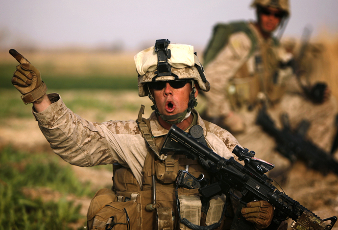 A US 1/3 Marine Weapons Company officer issues orders as marines advance against Taliban on the northeast of Marjah on February 14, 2010. (AFP Photo / Patrick Baz)