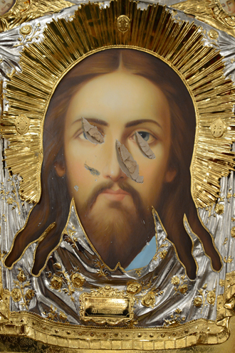Icon of Jesus Christ slashed by a vandal in St. Georgi the Victorious church in Veliky Ustyug, brought to Christ the Savior cathedral on April 19, 2012. (RIA Novosti / Sergey Pyatakov)