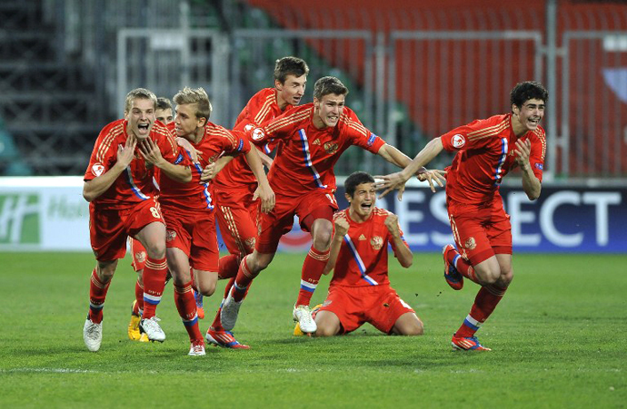 Russia's team celebrates after the UEFA European Championship final match Italy vs Russia on May 17, 2013 in Zilina. Russia won 5-4. (AFP Photo / Samuel Kubani)