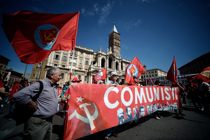 "Demonstrators carry a banner reading ""Communists"" during the left-wing Italian metalworkers' union FIOM rally in downtown Rome on May 18, 2013 (AFP Photo / Filippo Monteforte)"